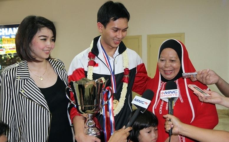 Ahsan bersama Istri dan Ibunya